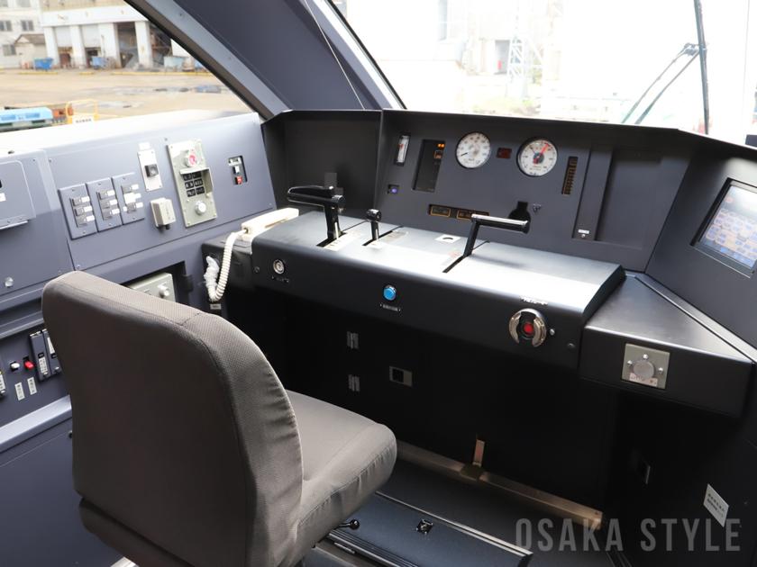 近鉄・新型名阪特急「ひのとり」の運転席