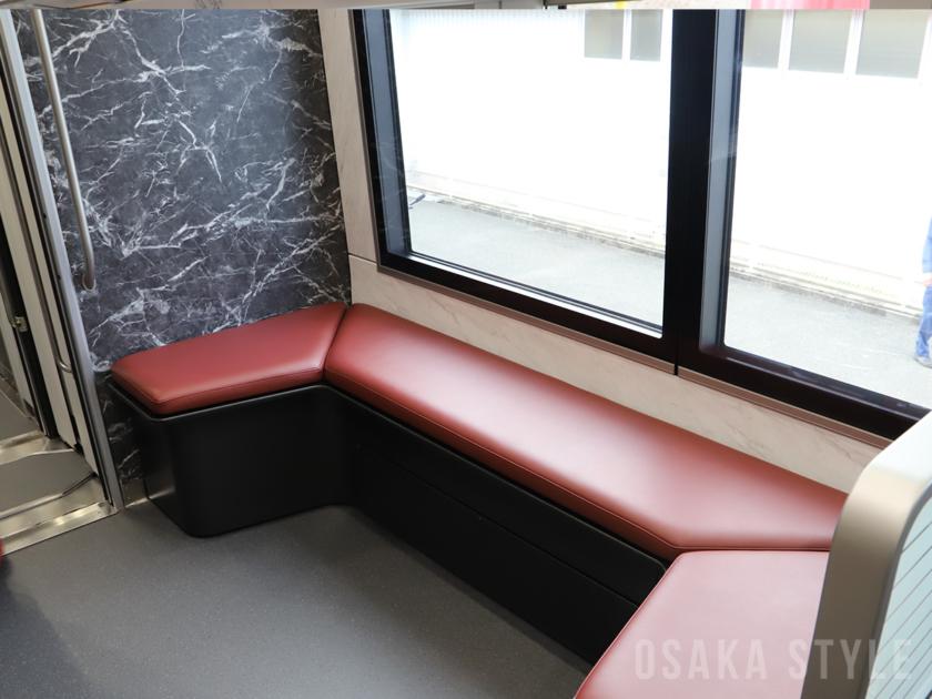 近鉄・新型名阪特急「ひのとり」のベンチスペース