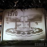 「泉の広場」誕生から現在を振り返る映像を投影