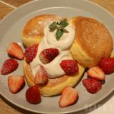 「フリッパーズ」奇跡のパンケーキ ストロベリー