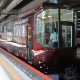 近鉄 団体専用列車「楽」の外観