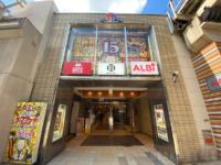JR大阪駅西高架下商業施設「梅三小路」