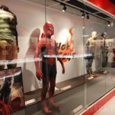 スパイダーマンの歴代映画シリーズの撮影で実際 に使用したコスチューム