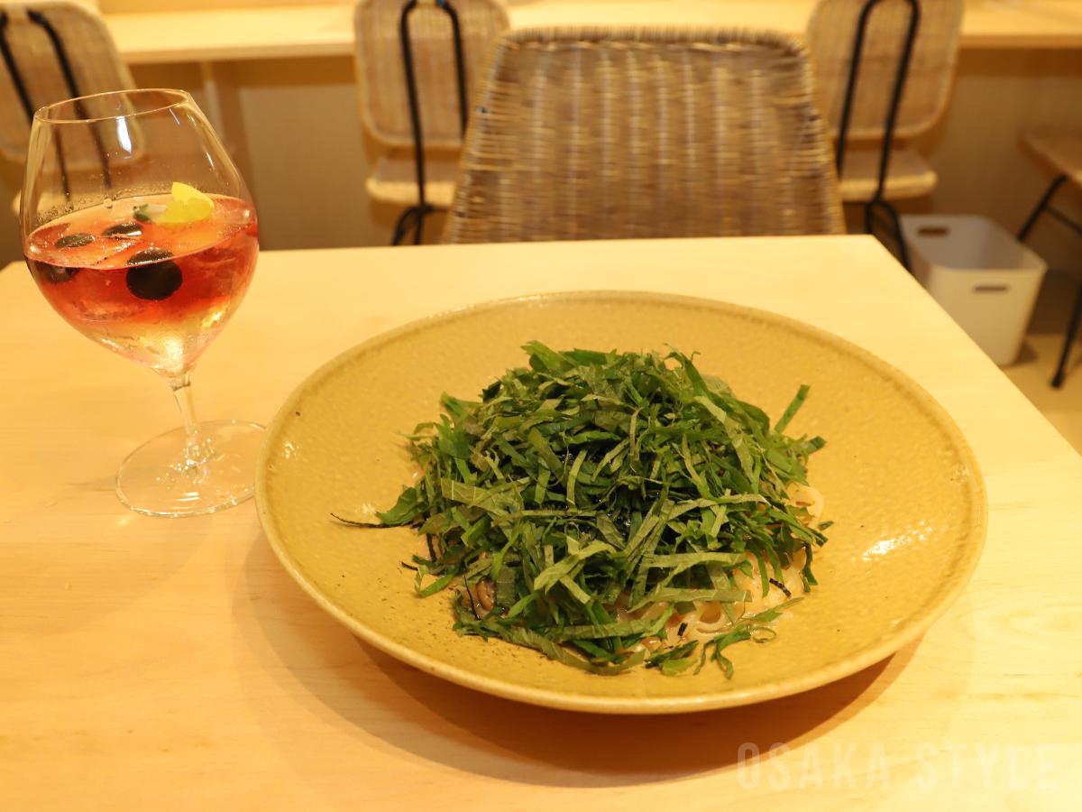 大葉畑とフラワリーレモングラス