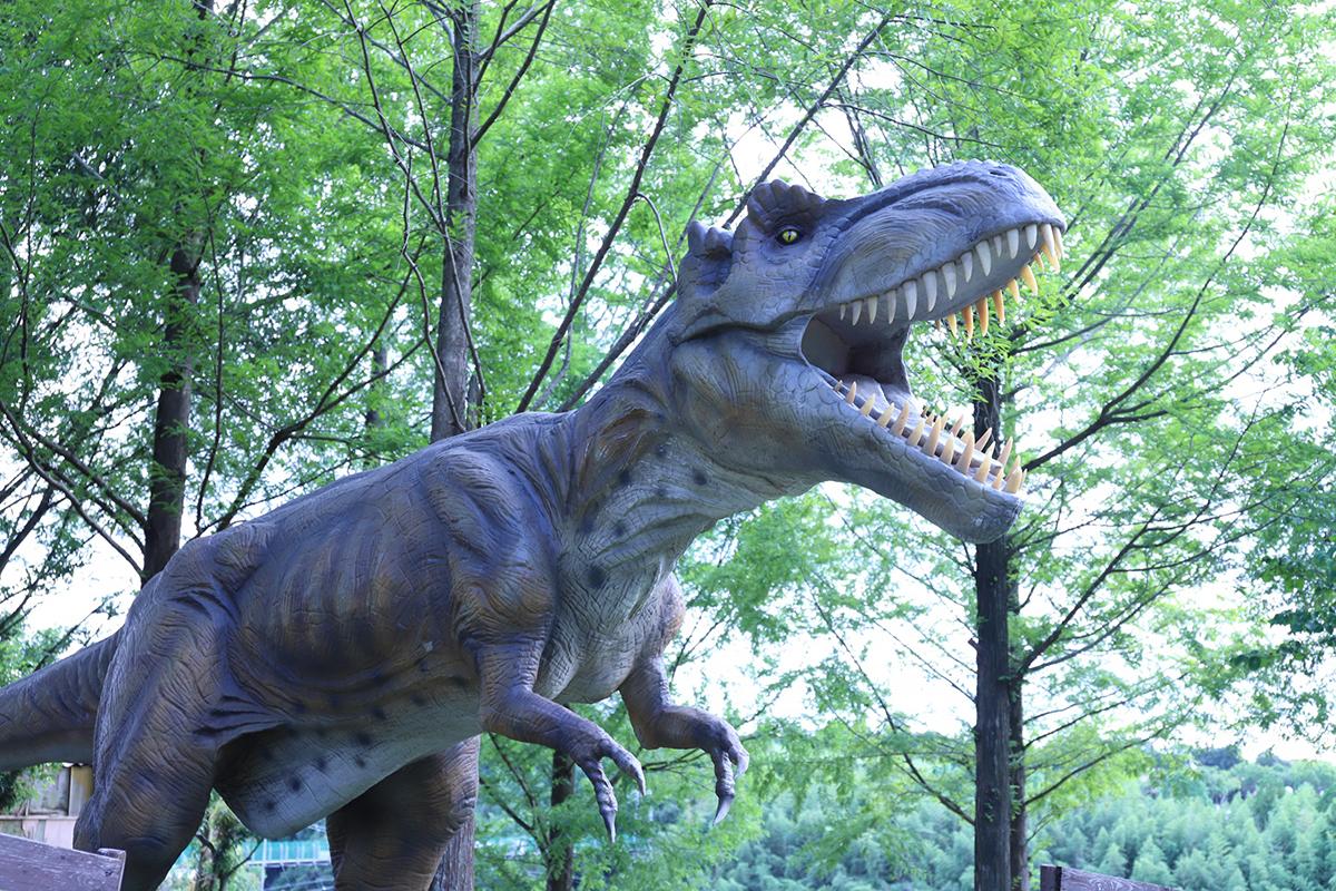 恐竜ロボット(ティラノサウルス)